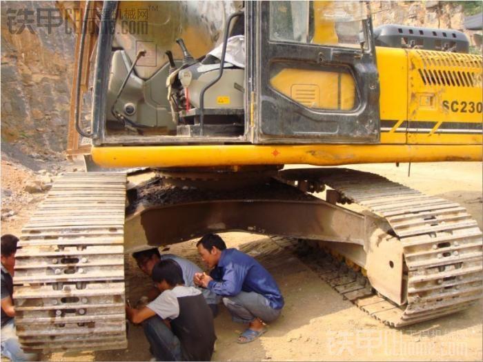 工地实拍力士德挖掘机维修现场