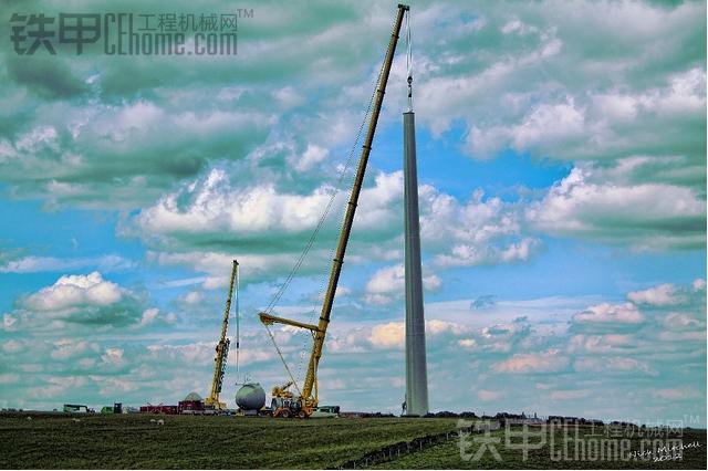 国外大型吊车安装风力发电机组纪录.