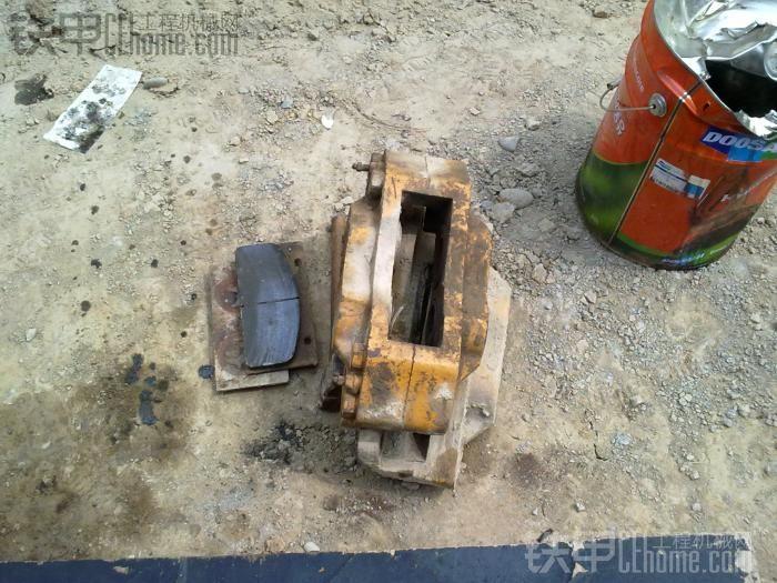 这个坑爹的钳,活塞死了,为了取他取了4个小时,最后用电焊在活塞上焊了根钢筋,敲出来的