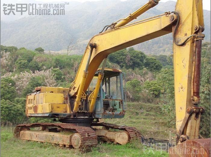 学习下利氏兄弟拍卖:pc200-3履带式挖机,新源45轮式各
