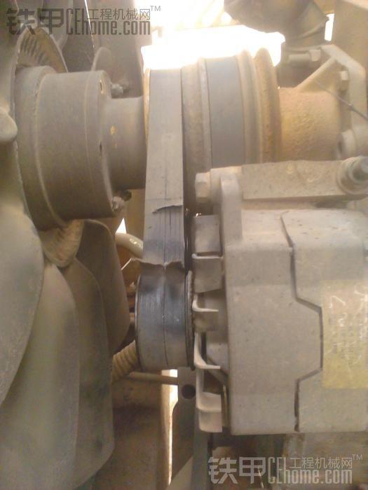 临工953 之 更换发电机皮带
