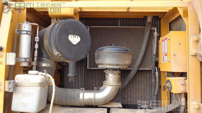 空滤设计的很合理,液压油箱水箱中冷散热器并向排列是很大