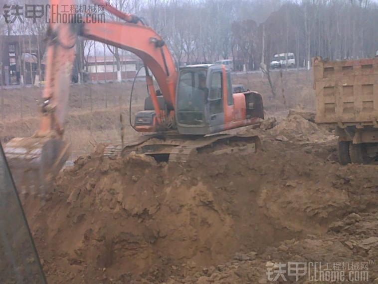 挖机挖石头装车技巧 我是指把石头用 炸碎后用挖机装车的情况