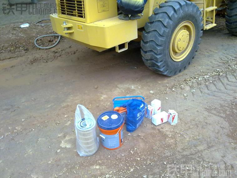 帮忙准备所需的废油桶