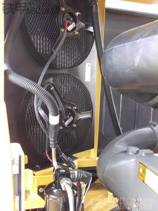 铁甲车贴之柳工836,3100小时使用报告 61  柳工压路机 61   空调