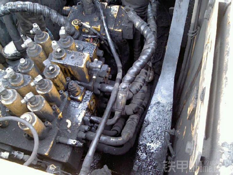 现代215-7挖机保险电路图