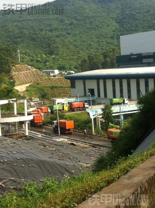 实拍] 铁甲葵仔在深圳市垃圾填埋厂的工作拍的机械