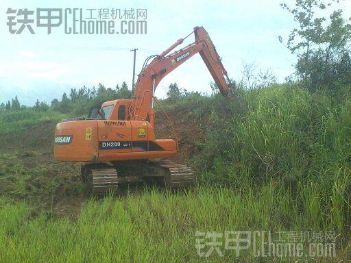 挖机修路装车-享 我爱我挖 挖掘机 -小型水库的堤坝加固全过程分享