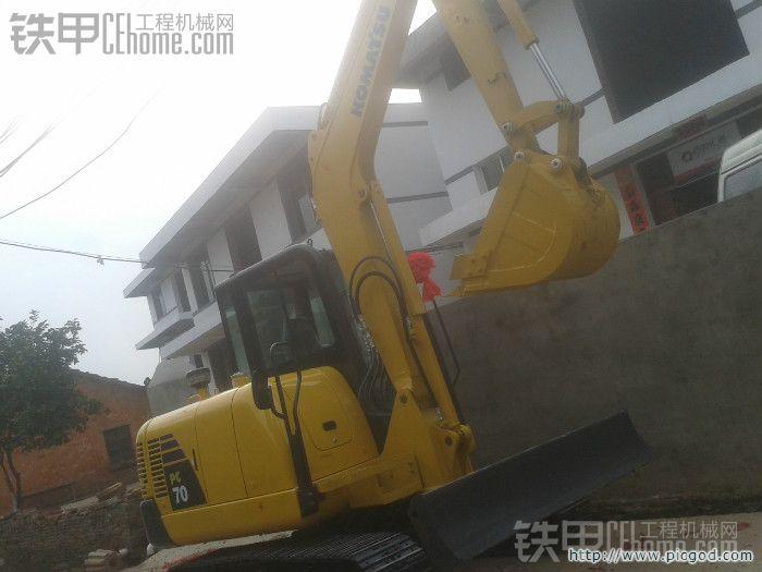 请教小松PC56 7挖掘机想配一个破碎锤