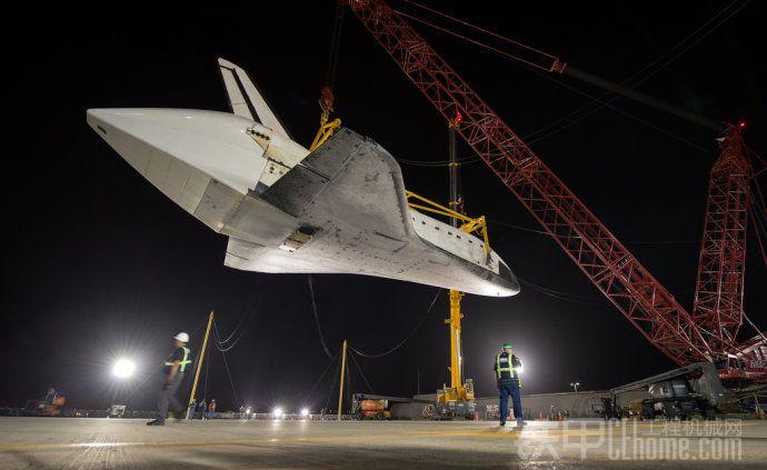 美国宇航局奋进号航天飞机退役(2)陆地运输