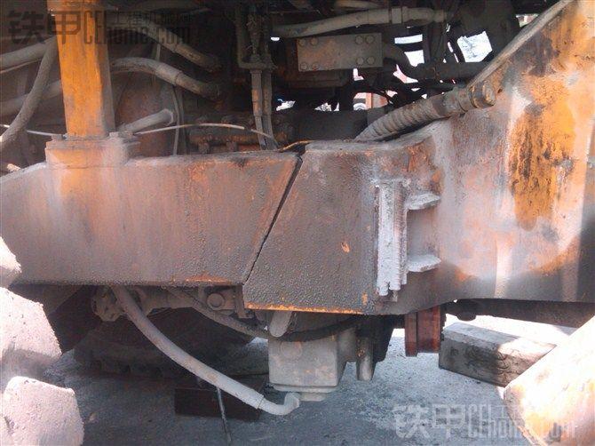 夏工953大修变速箱在和大梁断裂