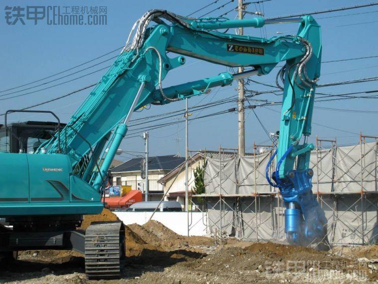 神钢sk350d-9三式臂挖掘机配ts-w1350液压破碎剪图片
