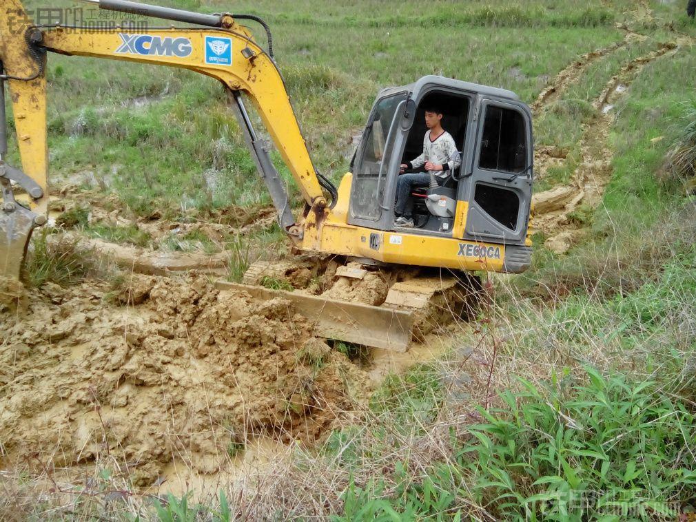 挖挖机进山,一路的风景 一路的奇葩
