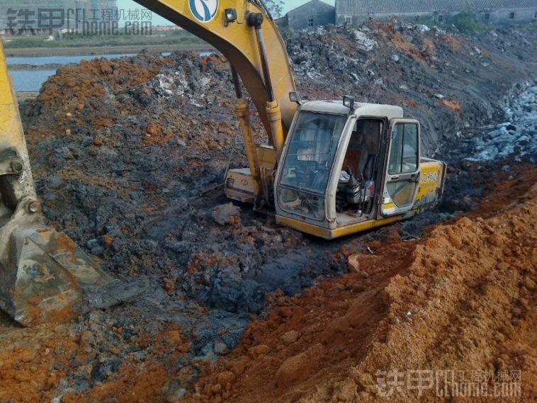 原创实拍] 去年的工作照片,加藤挖掘机陷车了 ...