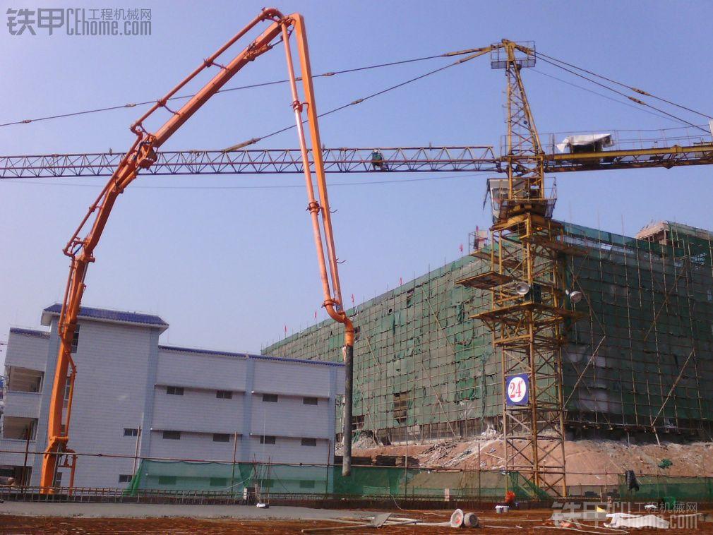 中联47米泵车工地现场施工图片