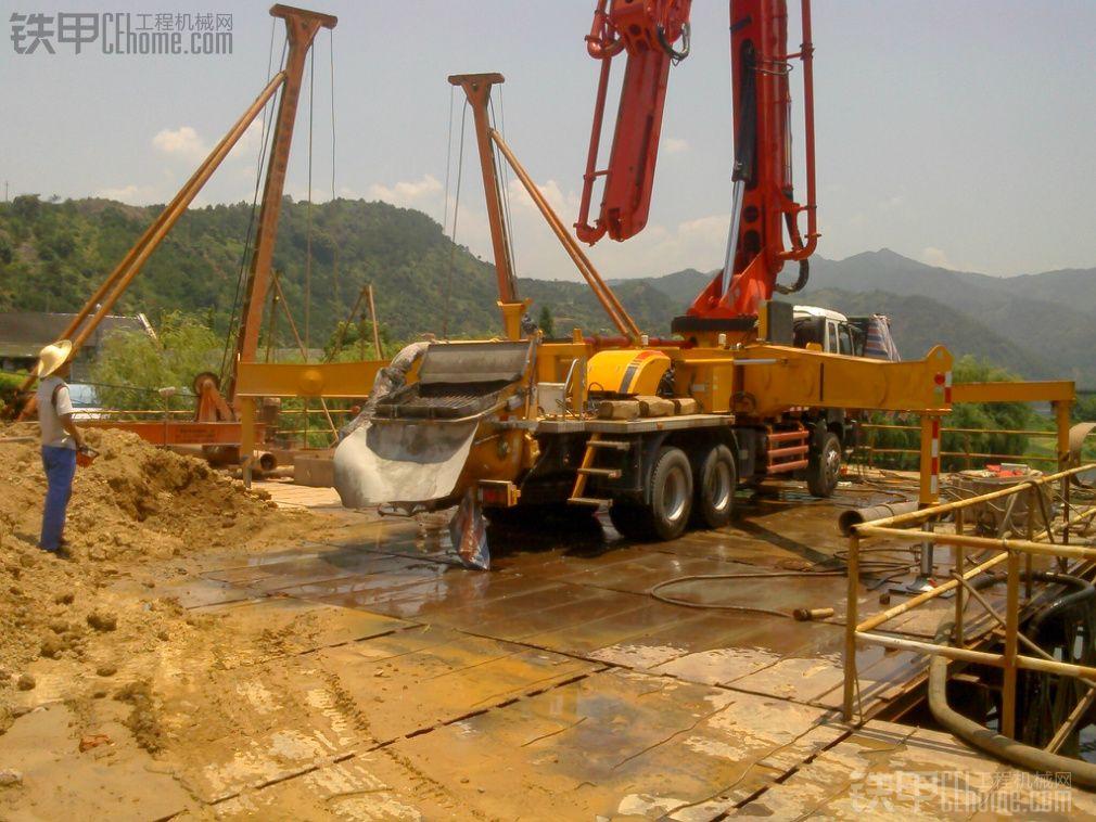 三一46米泵车工地现场施工图片